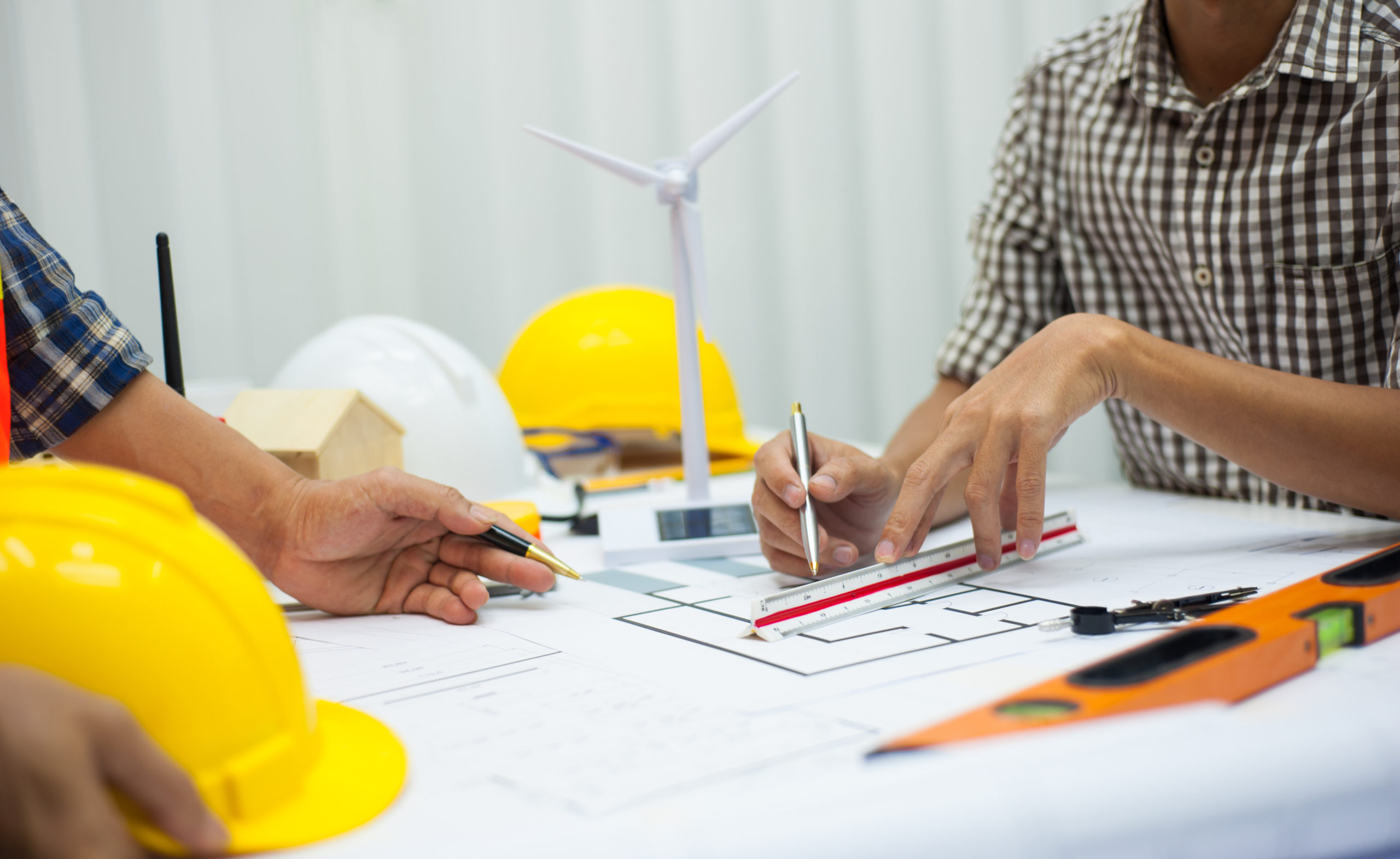 Engineers,Consult,For,Wind,Turbine,Power,Plant,Project,Planning.