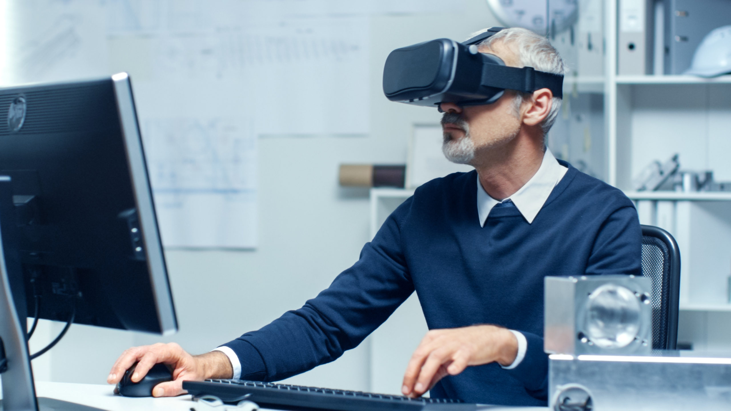 Virtual,Reality,Engineer,Works,With,Vr,Glasses,On,While,Simultaneously